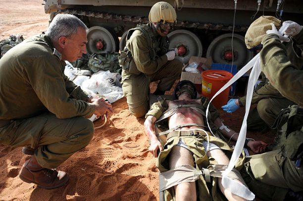 Flickr_-_Israel_Defense_Forces_-_Field_Doctors_Treat_-Wounded-_During_Exercise,_Oct_2010_(1)