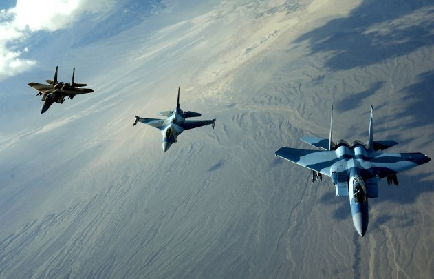14706-jet-fighters-flying-in-the-sky-pv